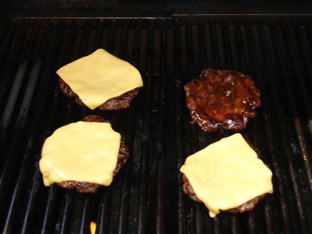 How to Keep Grilled Burgers from Shrinking (5/6)
