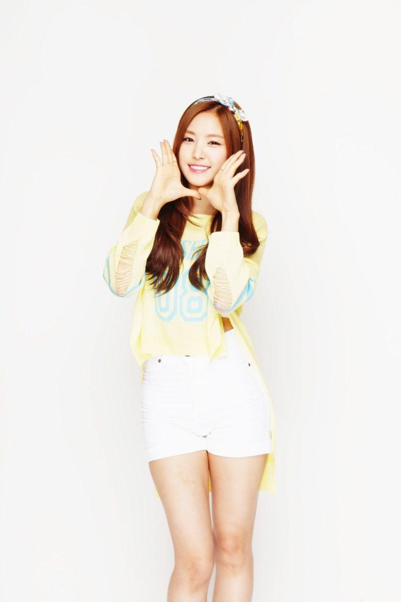 Song Ji Hyo Cute Wallpaper Waifu Wednesday Naeun Yellow Slug Reviews