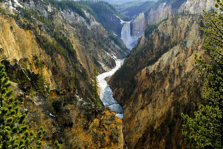 Artist point in Grand Canyon of the Yellowstone River