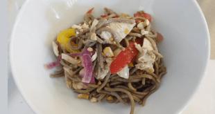 Tatlı Biber Soslu ve Tavuklu Soba Salatası Tarifi