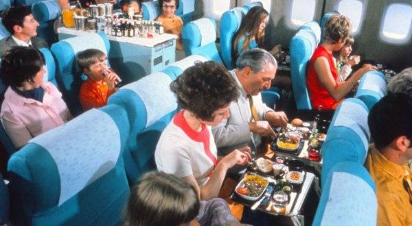 İşte 50 Yil Önce Uçaklarda Sunulan Yemekler