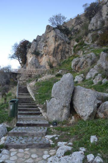 Escaleras de acceso a Zuheros