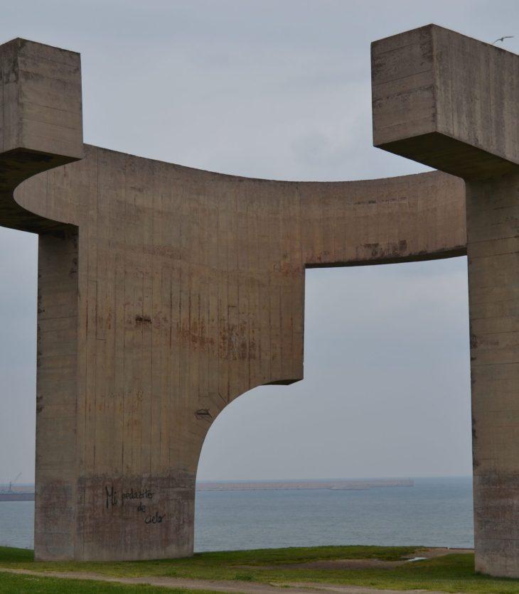 """El Elogio del horizonte"" de Eduardo Chillida"