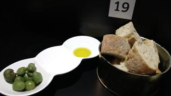 Pan, aceitunas y AOVE
