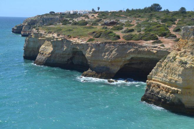 Sendero por la costa hacia Benagil