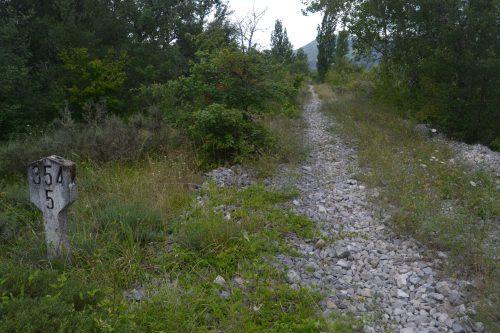 Camino por la antigua vía