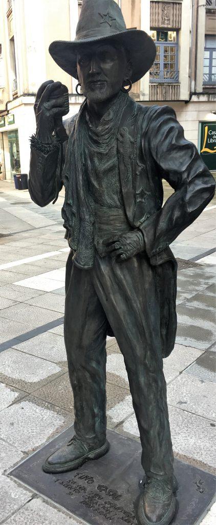 Estatua de Tino Casal en Oviedo