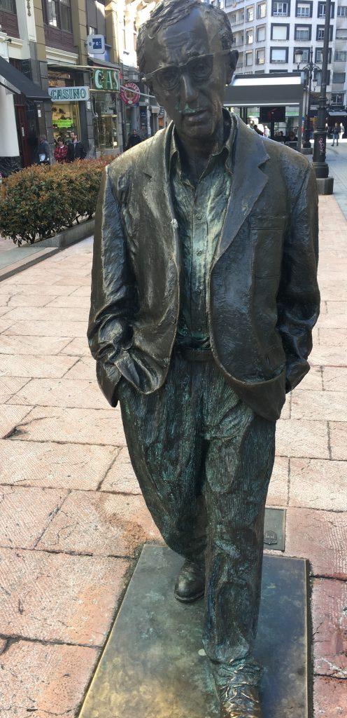 Estatua de Woody Allen en Oviedo