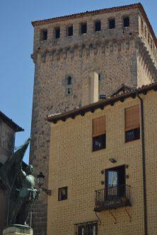 Estatua de Juan Bravo y Torre de Lozoya