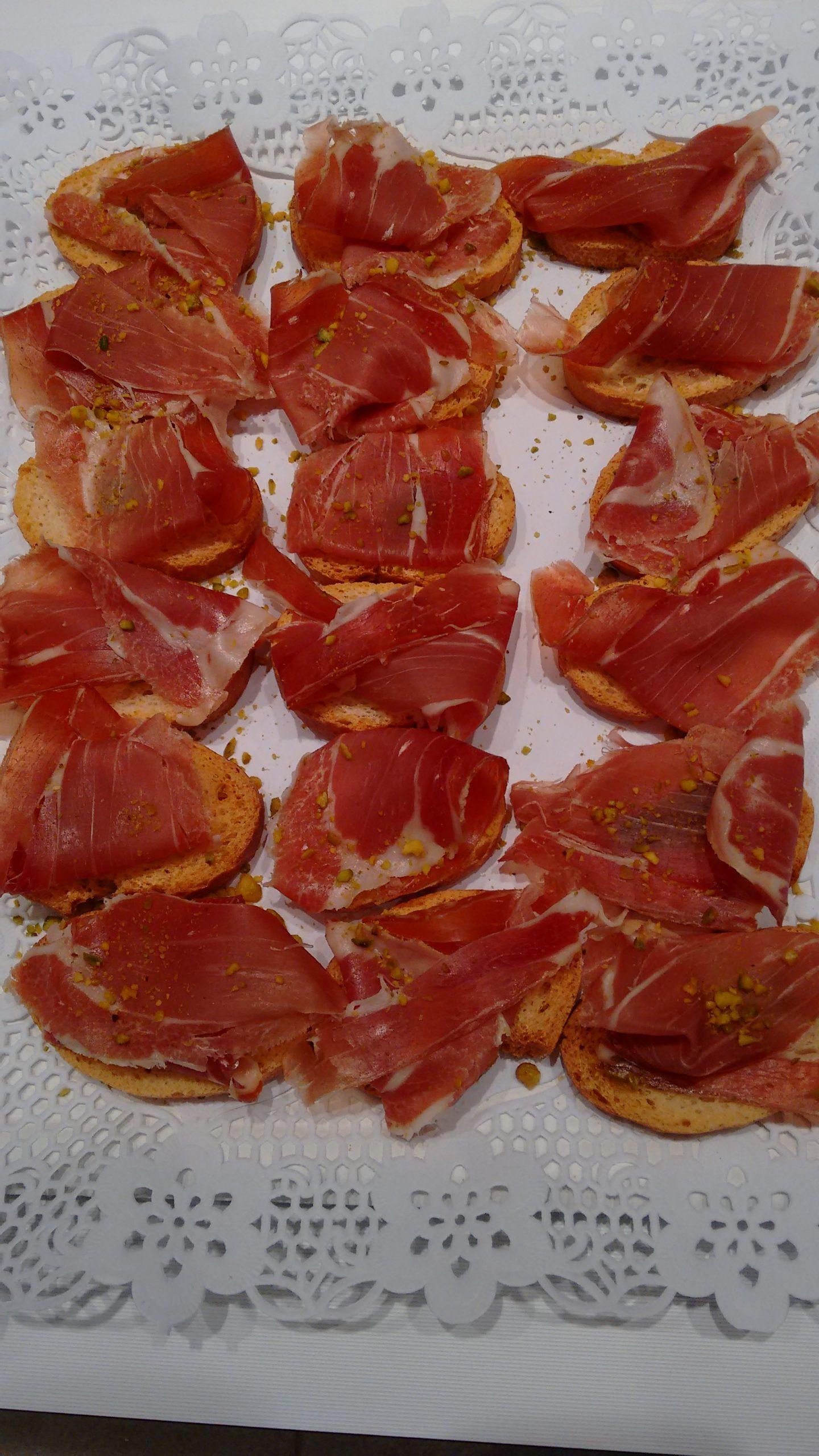 Pinchos de jamón con pistachos