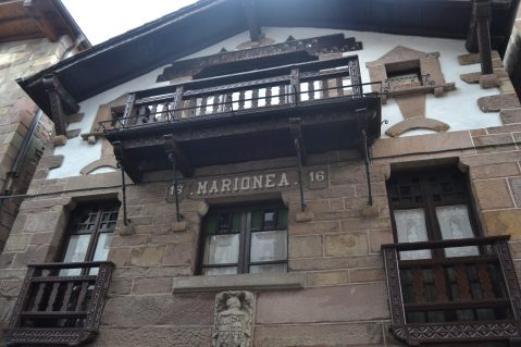 Casa separada por la arteka en Doneztebe