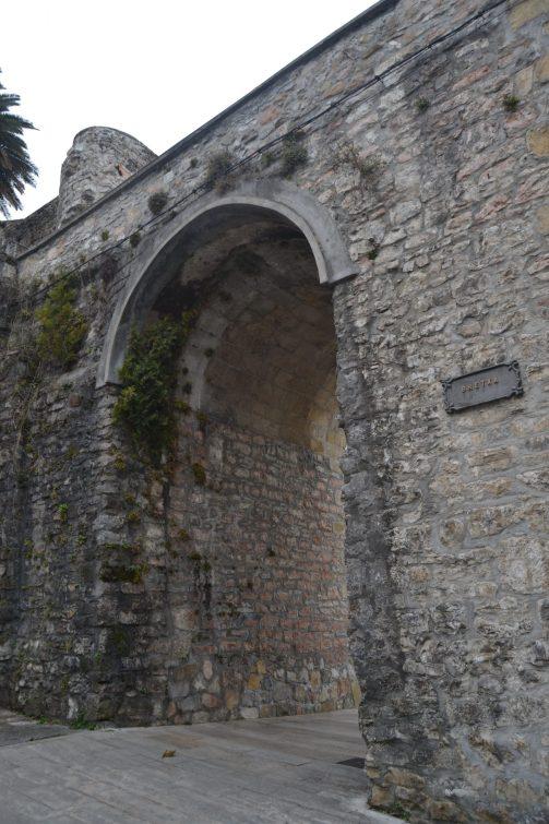 Puerta La Bretxa de Hondarribia