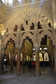 Columnas de mármol y arcos
