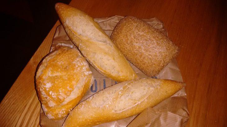 Cesta de cuatro panes