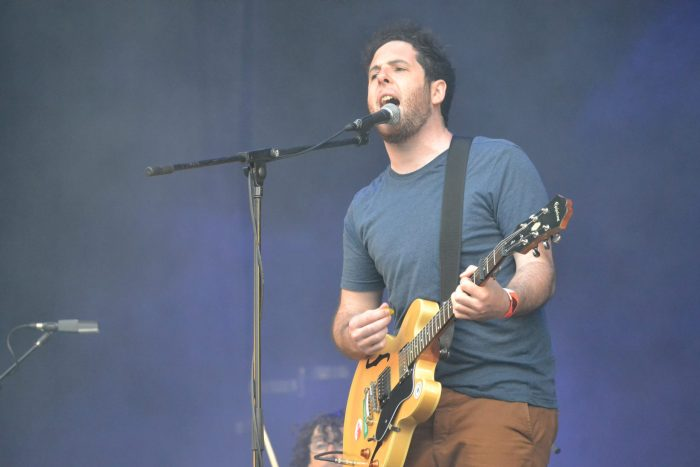 Ian Minde a la guitarra