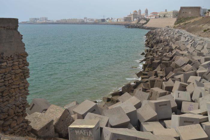 Vista de Cádiz desde la Playa de Santa Maria del Mar