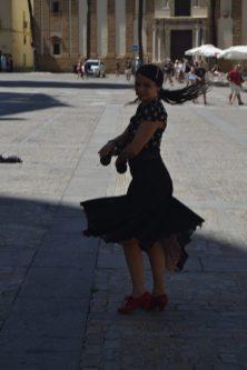 Bailaora en la Plaza de la Catedral