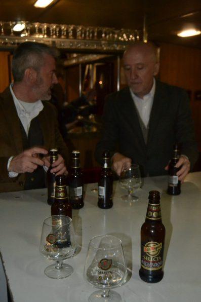 Cata de la cerveza SELECTA a bordo del barco