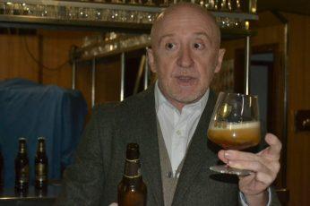 Julio Cerezo durante la cata de cerveza