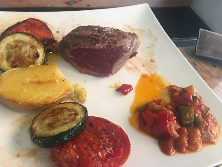 Solomillo de retinto al horno de leña con verduras