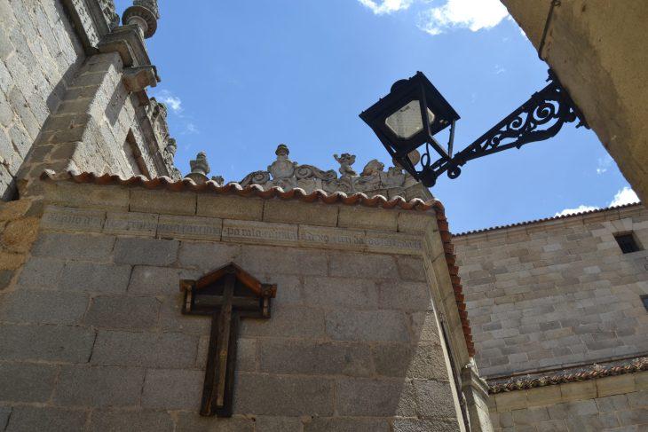 La Cruz Vieja de la Calle de la vida y de la muerte de Ávila