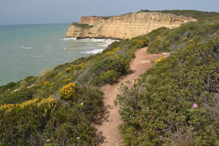 Sendero por la costa del Algarve