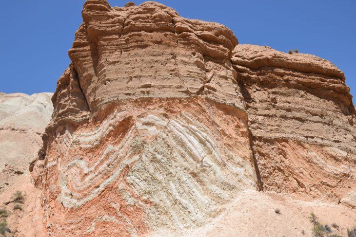 Formaciones geológicas de estratificación convoluta