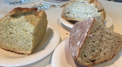 Panes de avena, de maiz y el tradicional