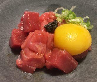 Tartar de Akami con huevo y trufa