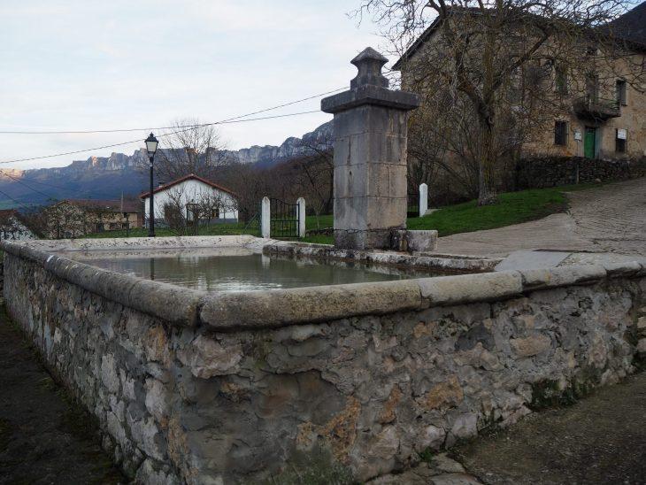 Fuente y abrevadero de Cadagua