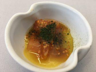 Salmón ahumado con salsa ponzu