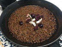 Arroz tostado con ibéricos, anguila y cerezas de Torres