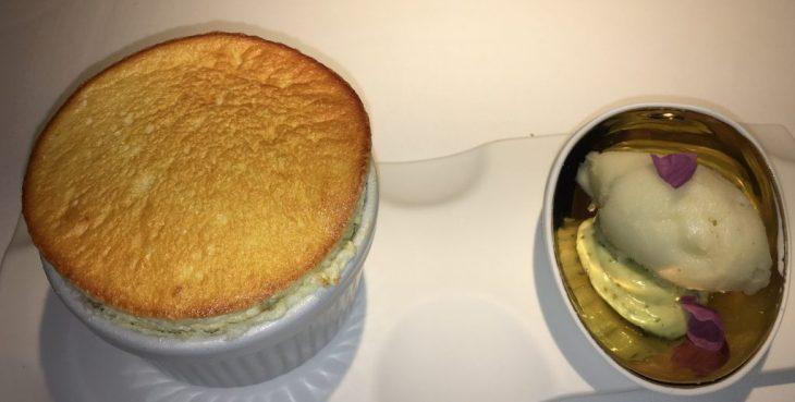 Soufflé de cítricos con helado de limón y romero