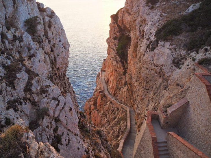 Escaleras de la Cueva de Neptuno
