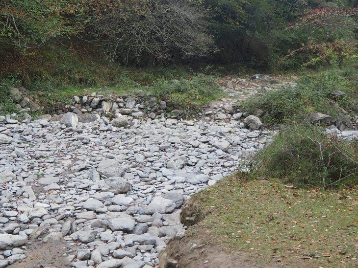 Vado del río en la Senda Verde de Delika