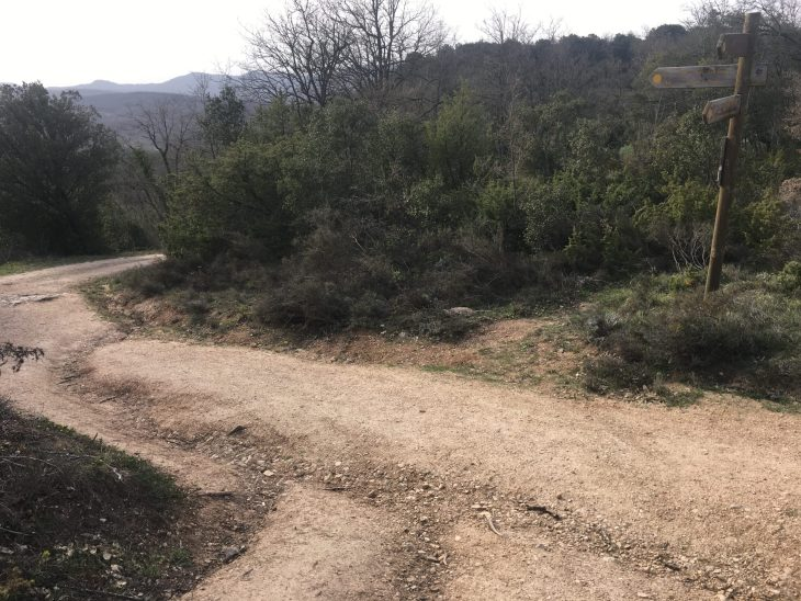 Ruta del Ojo de Soila y la Peña del Castillo en Izki