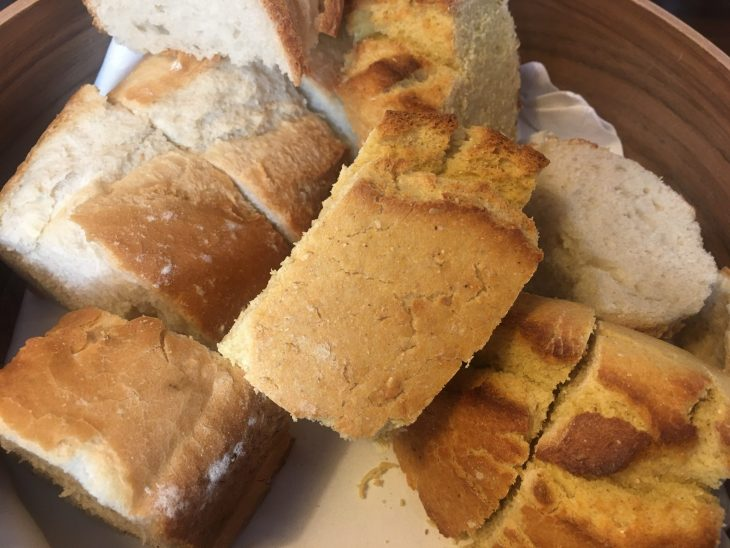 Pan de maíz y de trigo