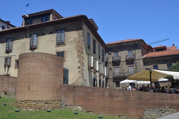 Muralla romana reconstruida de Gijón