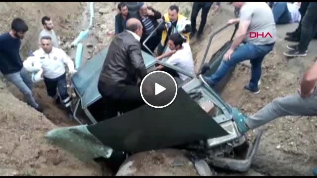 Kahramanmaraş Sürücüsü Klimayı Açarken Otomobil Şarampole Devrildi: 4 Yaralı