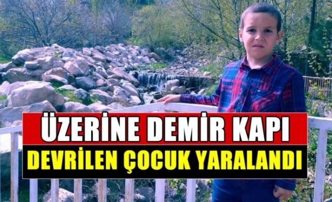 Kahramanmaraş'ta üzerine demir kapı devrilen çocuk yaralandı