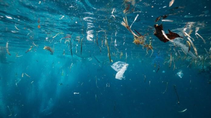 Okyanus diplerinde 14 milyon ton mikroplastik var