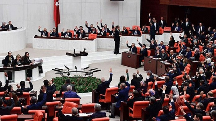 Meclis'e 6 vekil için 9 yeni fezleke