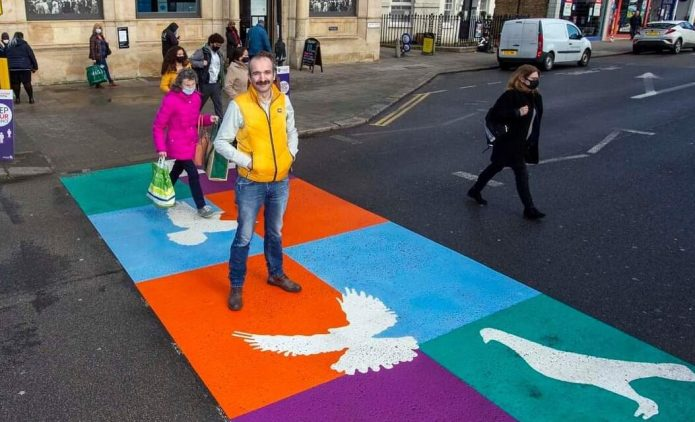 Londra'da Alevi inancının simgelerinin yer aldığı yaya geçidi açıldı-VİDEO