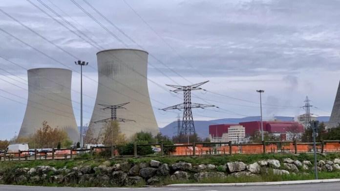 Fransa nükleerden vazgeçemiyor