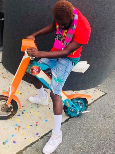 UK based Ghanaian Artist Freddy Spirit Flaunts His New Hair And Bike In AGrand Sty