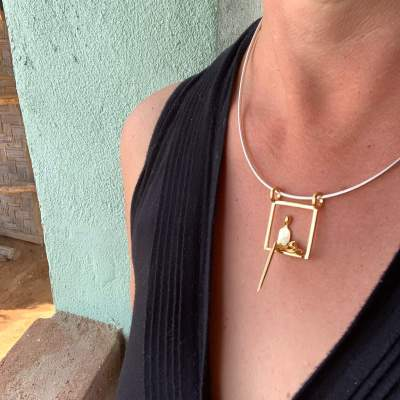 woman with cat pendant gold y