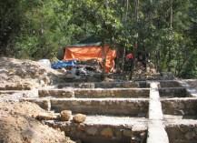 Phế tích Am Dược theo phê duyệt sẽ xây công trình mới, nhưng giữ nguyên mặt bằng cũ và tường đá cũ còn sót lại. Tuy nhiên, đơn vị thi công đã phá bỏ hoàn toàn nền móng cũ, thay vào đó là móng bê tông cốt thép.