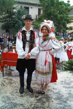 hungary_costume_sokciweddingparty_grapepickingcelebration