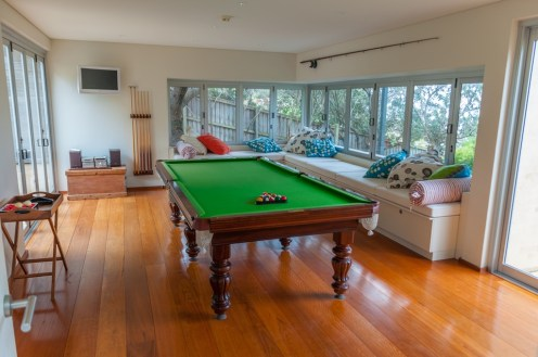OMG it's even got a snooker room