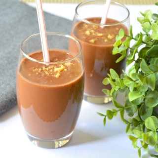 Meatless Monday- 6 ingredients Cacao Banana Power Smoothie